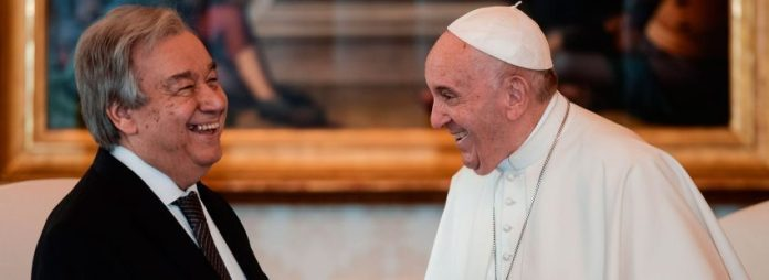 El secretario general de la ONU, António Guterres, con el papa Francisco en el Vaticano