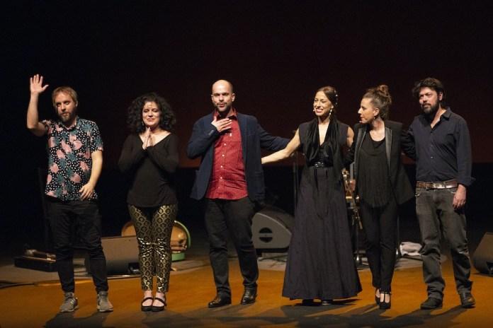 """Sandy Korzekwa: Amir el Saffar con el equipo de """"Luminiscencia"""""""