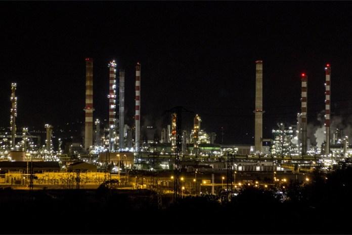 Complejo petroquímico de Tarragos. Foto Nuria Gebellí