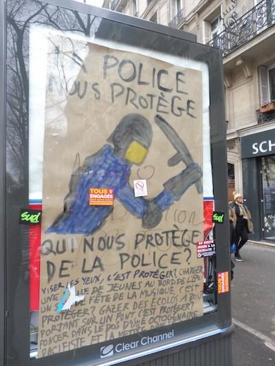 Julio Feo: cartel de denuncia de la violencia policial ejercida contra las protestas ciudadanas