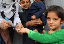 UNICEF/Frank Dejongh Una niña recibe una vacuna contra la polio en Kabul, Afganistán