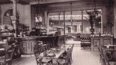 Interior del histórico Café de la Régence en su última etapa