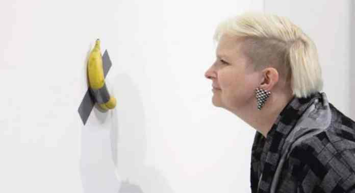 Exposición con el plátano de Maurizio Cattelan