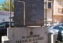 Monolito en recuerdo del histórico Tratado de Alcañices