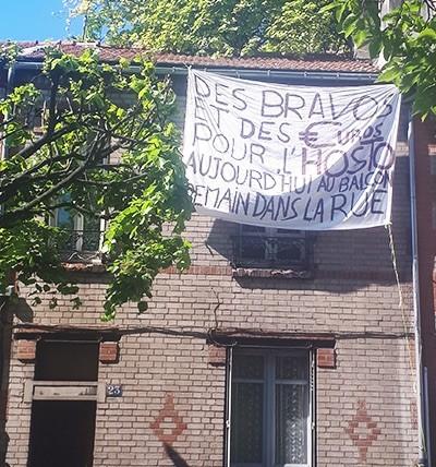 Francia, Monteruil, vecinos piden llevar las protestas del balcón a la calle