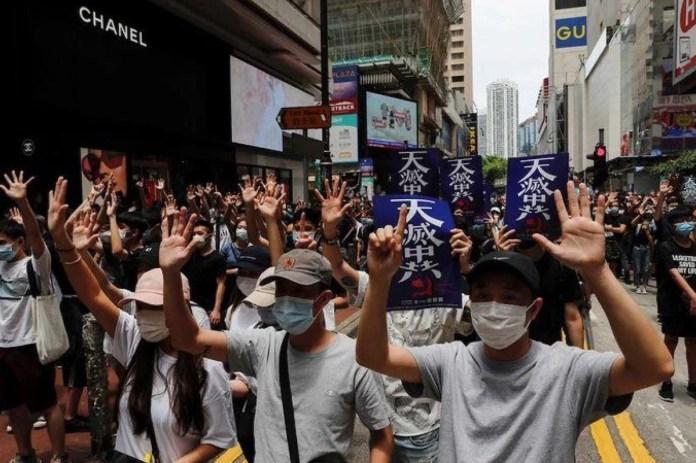 Hong Kong: manifestantes en el barrio de Kowloon Tong, 24 de mayo de 2020