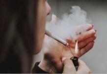 tabaco mujer joven cigarrillos