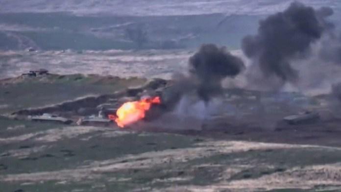 Destrucción de elementos blindados azeríes por Armenia