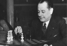 José Raúl Capablanca, el 'Mozart del ajedrez', ante el tablero