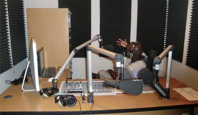 © Jeffrey Moyo (IPS): estudio radio en Zimbabue