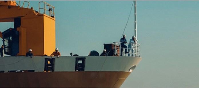Marineros en barco de carga © OMI