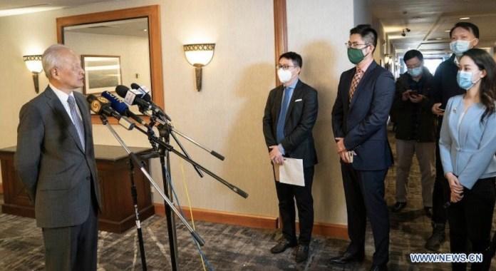 Embajador chino en EEUU, Cui Tiankai, comparece ante periodistas en Anchorage