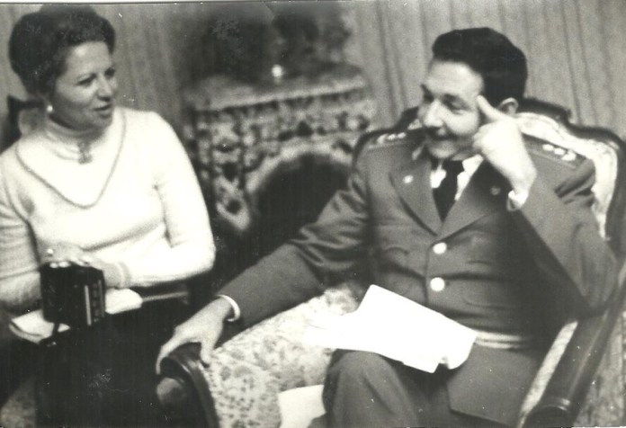 Teresa Gurza con Raúl Castro en 1975