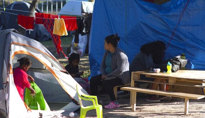 UNICEF/César Amador Solicitantes de asilo en el campamento de Matamoros, en México, a la espera de sus audiencias de inmigración.