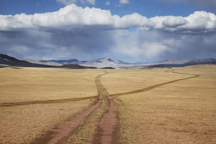 McCurry: Mongolia caminos. Retouched Sam Wallander 7/30/2018