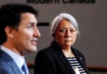 Justin Trudeau con Mary Simon en Canadá