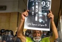 Manifestante muestra su apoyo a Raissouni cuando llevaba 93 días en huelga de hambre