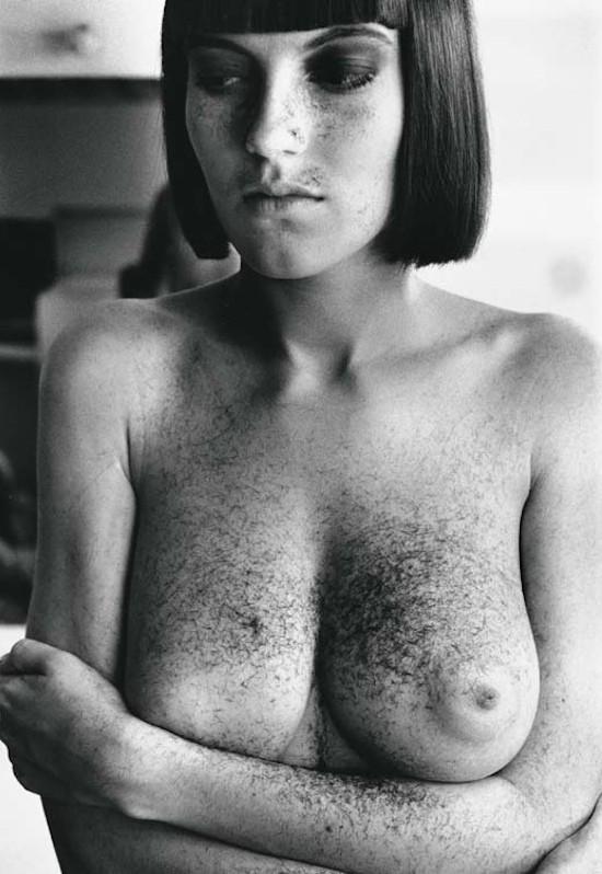 Helmut Newton. Arielle después de un corte de pelo. París, 1982. © Helmut Newton Estate