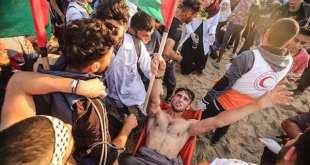 El joven activista de la bandera palestina, herido por disparos