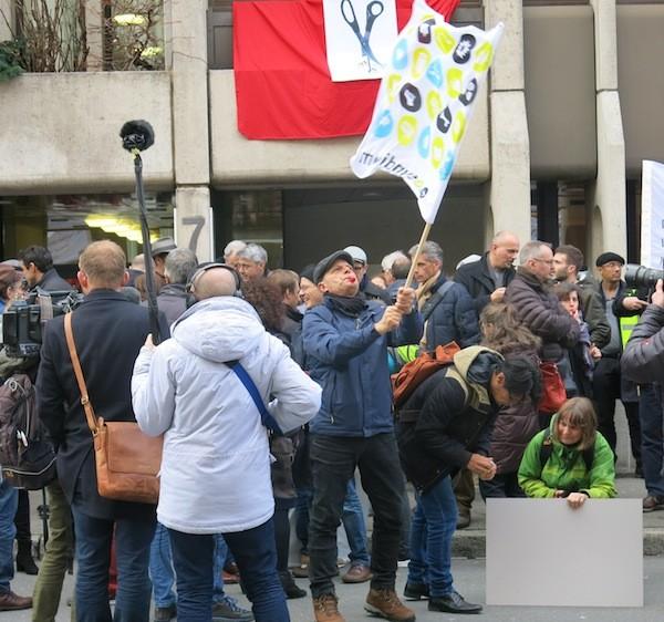 Movilización frente a la sede de la ATS en Berna, el martes 23 de enero (con una huelga preliminar de 3 horas). (Foto Italo Chreubini)