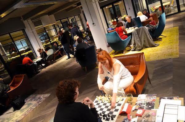 Ajedrez en el Casual Chess Cafe.