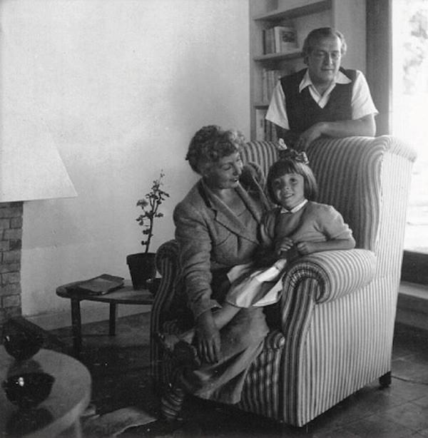 María Teresa León, Rafael Alberti y su hija Aitana, en La Gallarda, Punta del Este (Uruguay), hacia 1948. Foto Mandello