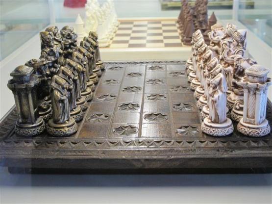 Detalle de piezas de uno de los juegos expuestos en el Museo del Ajedrez de Ankara.