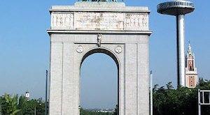 Arco de la Victoria situado en la entrada a la Ciudad Universitaria de Madrid