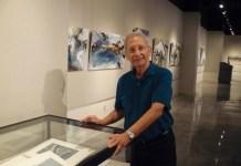 ABianco: Baruj Salinas en la sala de exposiciones en Nova University