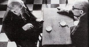 Borges frente a Sábato, con un fondo de cuadros blancos y negros.