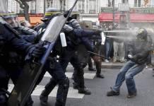 Protestas en París contra la COP21 reprimidas por la policía.