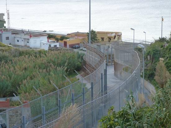 Ceuta, valla en la frontera con Marruecos