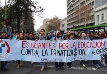 La Alameda de Santiago de Chile, uno de los principales escenarios de la última oleada de protestas estudiantiles, que comenzó en 2011 en el país, en demanda de la reforma del sistema educativo. Crédito: Claudio Riquelme/IPS