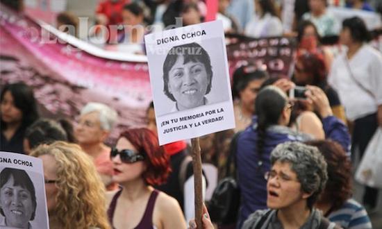 Manifestación reclamando justicia para Digna Ochoa