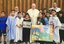 08/08/2018 El papa Francisco recibe en el Vaticano a niños saharauis que pasan el verano con familias italianas.