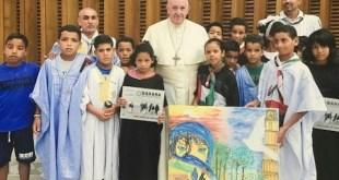 El papa Francisco recibe a niños saharauis e irrita a Marruecos