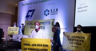 Greenpeace bloquea la conferencia internacional del carbón de Barcelona