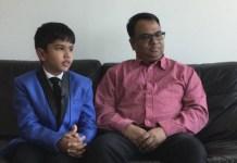 El padre, Jitendra Singh, junto a su hijo, Shreyas Royal