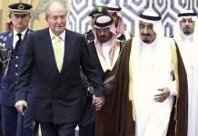Fotografía de archivo del rey Juan Carlos con el rey Salman de Arabia Saudí