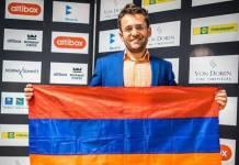 El ajedrecista Levon Aronian luce la bandera armenia tras ganar en Noruega.