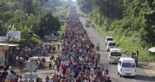 Migrantes hondureños avanzan por México hacia Estados Unidos