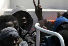 Migrantes africanos recogidos en el Mediterráneo