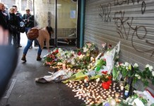 Peter Feldman: vecinos de París depositan flores en una de las localizaciones de los atentados.