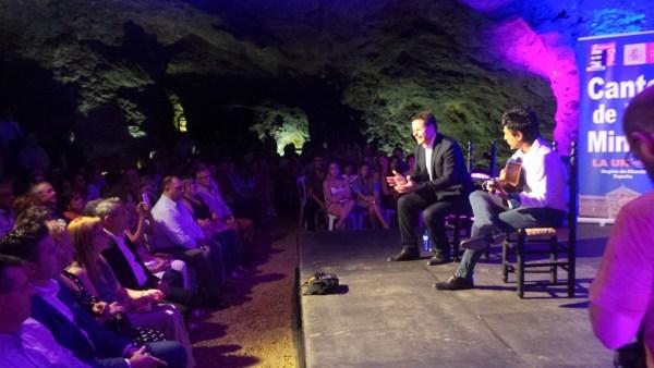 Juan Pinilla y Antonio Muñoz en concierto en la mina Agrupa Vicente. 56 Festival del Cante de las Minas de la Unión