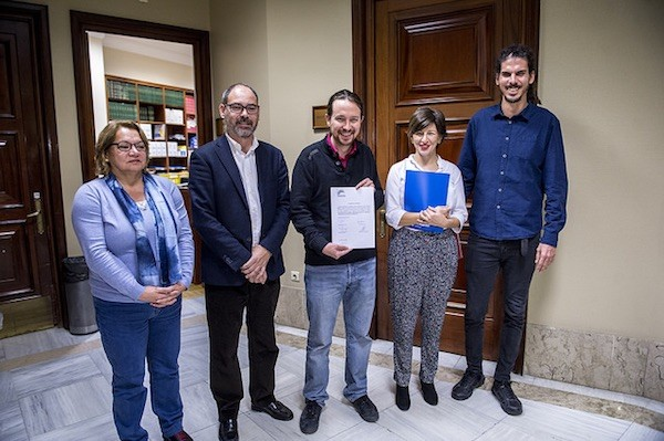 Meri Pita, Alberto Montero, Pablo Iglesias, Yolanda Díaz y Alberto Rodríguez en el Registro del Congreso de los Diputados