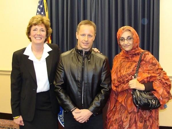 Suzanne Scholte junto a Ronny Hansen, del Comité Noruego de Apoyo al Sáhara Occidental.y la activista saharaui, Aminetu Haidar.