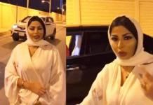 La periodista saudí Shireen al-Rifai, luciendo la abaya blanca en el reportaje