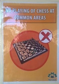 Singapur: cartel de prohibió de jugar al ajedrez en Marine Parade.