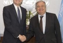 Saludo entre el secretario general de la ONU, Antonio Guterres, y el jefe de la Minurso, Colin Stewart.