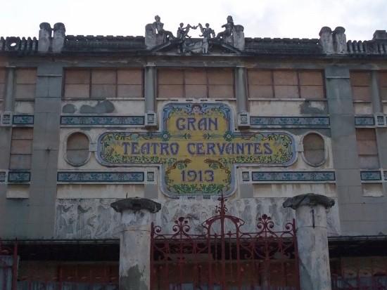 Fachada del Teatro Cervantes en Tánger